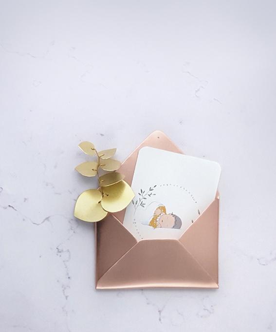 Décoration murale enveloppe laiton